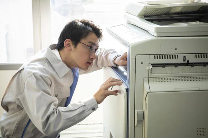 コピー機・複合機で印刷すると黒い線が入る?原因と対策のご紹介